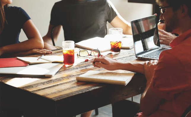 O echipă devotată. Nu doar îți construim site-ul dar avem grijă de tot procesul, de la administrare până la promovare și asistență clienți.